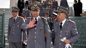 المغرب:جندي و مساعدة إجتماعية يهددان مدنيا بإستعمال الملك و الجنرال (فيديو)