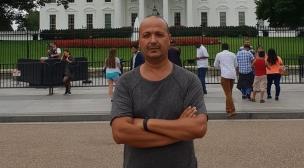 المعارض المغربي مصطفي أديب يغادر فرنسا و يطلب اللجوء بالولايات المتحدة الأمريكية