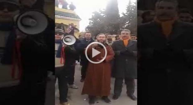 """ساكنة مدينة أوطاط الحاج تنتفض ضد الحكرة و التهميش و ترفع شعار""""الموت و لا المذلة"""""""