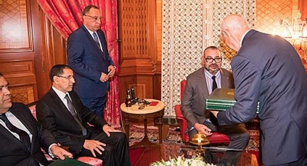العاهل المغربي محمد السادس يطيح بوالي و عمالا في الداخلية و يصدر عقوبات في حق رجال سلطة